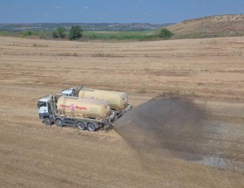 Vídeo maquinaria agrícola con drone