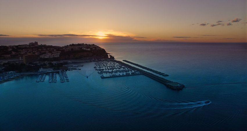 Imágenes con drone en el mar
